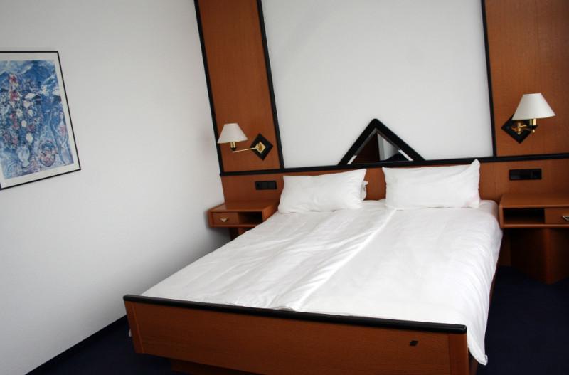 Wohnen In Gütersloh Möbl Doppelzimmer Mit Bad Und Singleküche